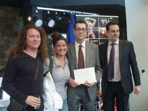 Entrega del premio de un crucero por el Mediterraneo a cargo de Halcón Viajes